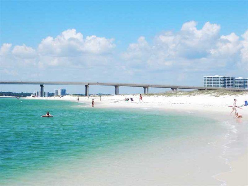 Gulf Shores, Alabama is a stunning beach on the gulf coast.a