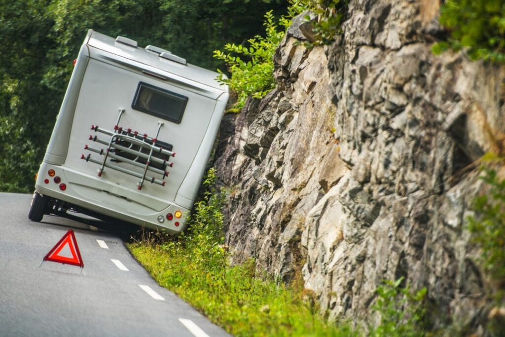 A roadside emergency kit can be very helpful in keeping you safe if you break down in a precarious position.
