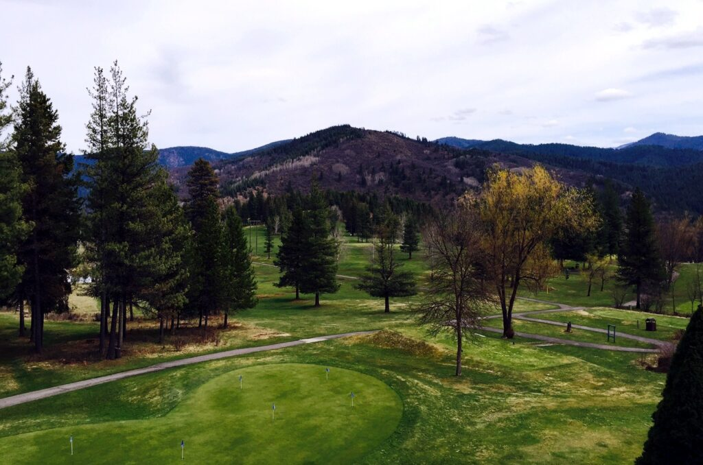 Shoshone Golf Club is a stunning Harvest Hosts location in the Pacific Northwest.