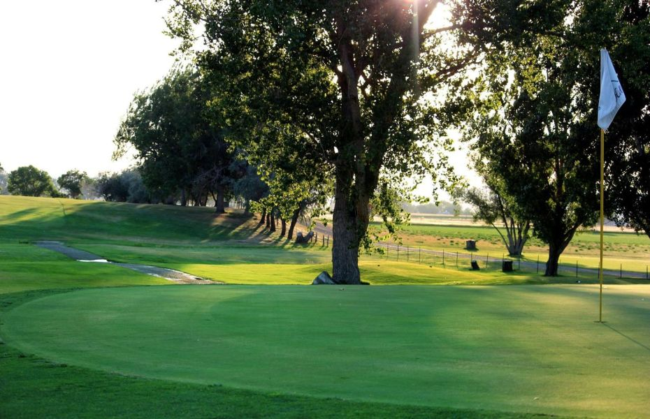 Green Hills Municipal Golf Course is an awesome Harvest Hosts location in Northern Wyoming.